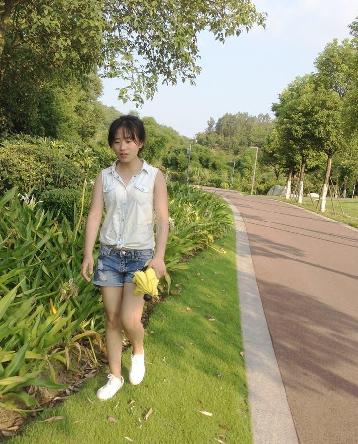 Menina asiática fora fotos de stock