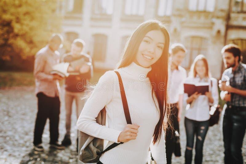 Menina asiática Inteligência Arquitetura felicidade fotografia de stock