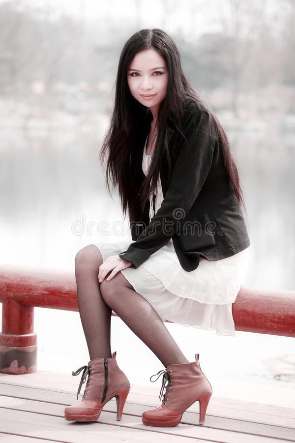 Menina asiática na mola foto de stock royalty free