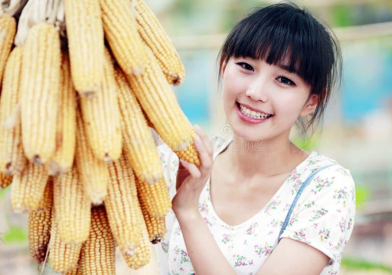 Menina asiática no campo fotografia de stock