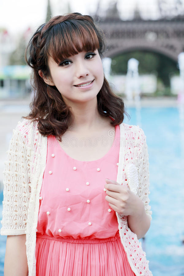 Menina asiática no parque fotos de stock