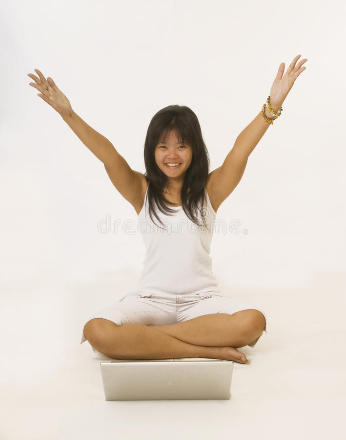 Menina asiática nova feliz fotos de stock royalty free