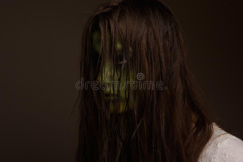 Menina assustador do horror imagens de stock royalty free