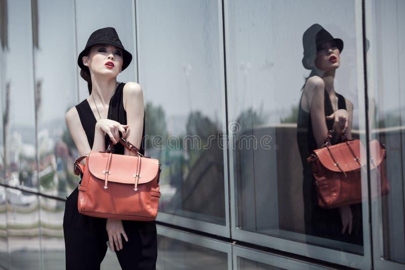 Menina atrativa asiática à moda fotografia de stock