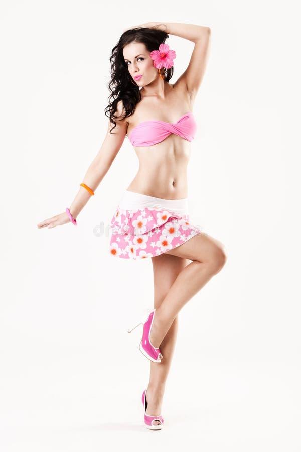 Menina atrativa do pino-acima que desgasta a saia cor-de-rosa imagem de stock