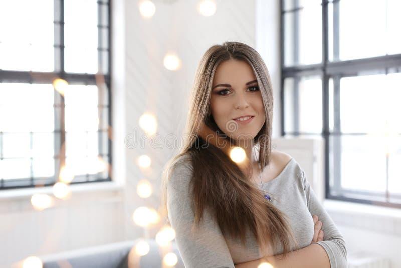 Menina atrativa em casa fotografia de stock royalty free