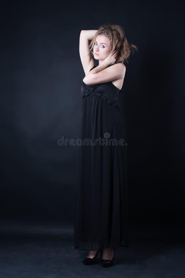 Menina atrativa em um vestido bonito imagem de stock royalty free