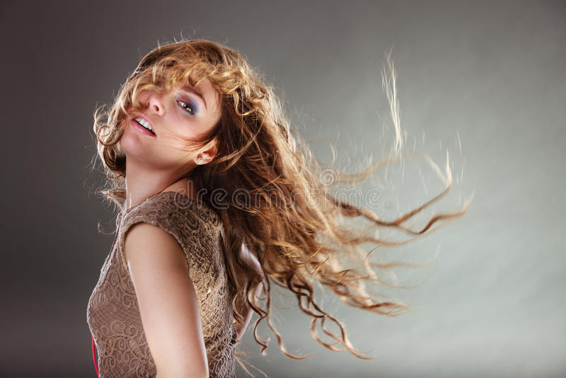 Menina atrativa enigmática misteriosa da mulher fotografia de stock royalty free