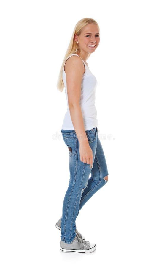 Menina Atrativa Que Vai Pelos Pés Fotografia de Stock