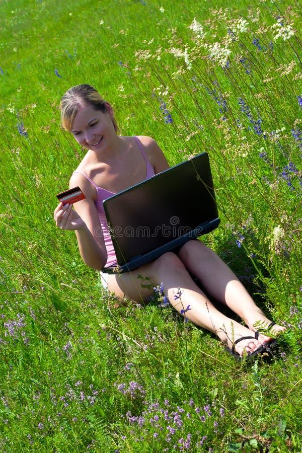 Menina bem sucedida ao ar livre imagem de stock