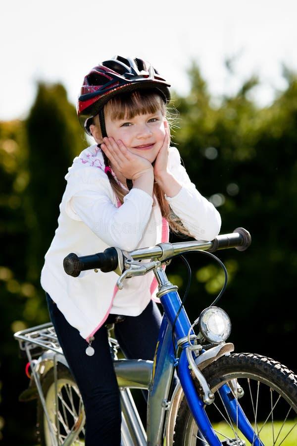 Menina Biking fotos de stock royalty free