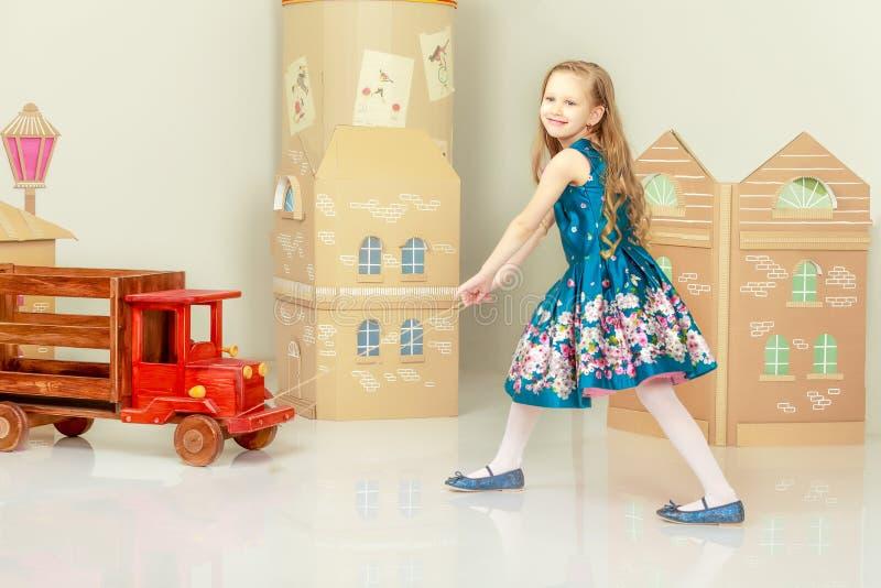Menina bonita 5-6 anos imagens de stock