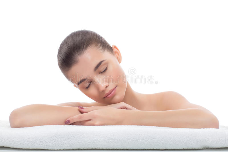 Menina bonita após procedimentos cosméticos, face lift, esteticista de visita, massagem imagens de stock