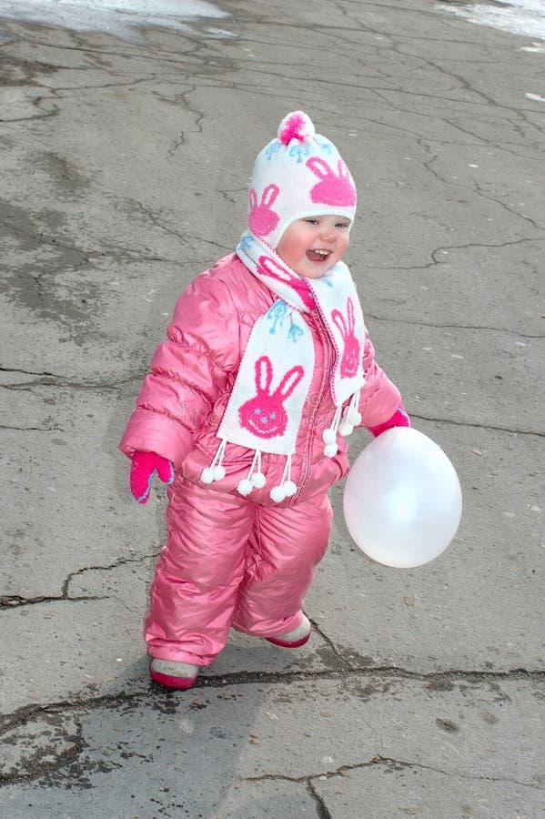 Menina bonita com balão branco. fotos de stock royalty free