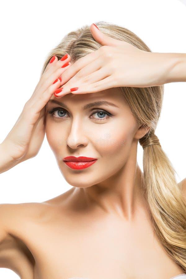 Menina bonita com bordos vermelhos fotografia de stock