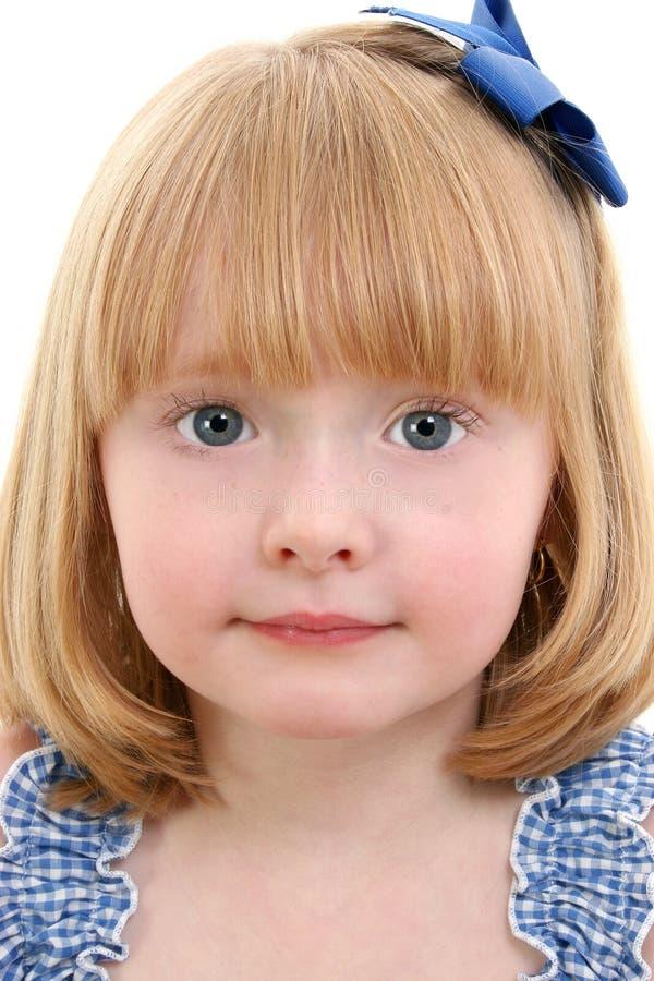 Menina bonita com cabelo louro da morango fotos de stock