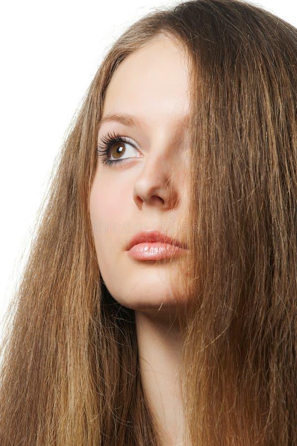 A menina bonita com cabelo saudável longo imagens de stock royalty free
