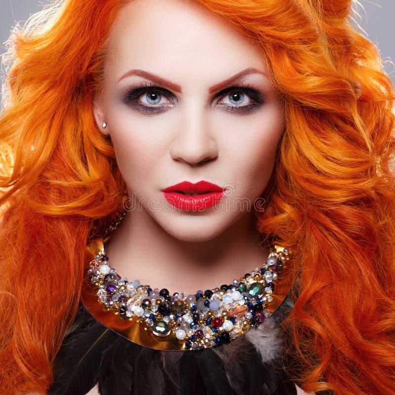 Menina bonita com cabelo vermelho imagem de stock royalty free