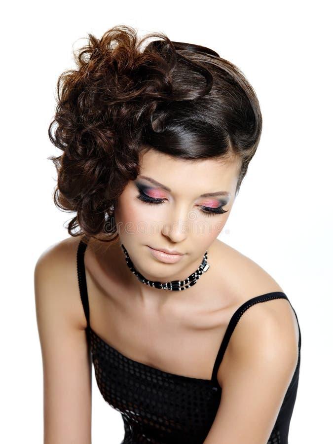 Menina bonita com composição brilhante do olho do encanto fotografia de stock royalty free