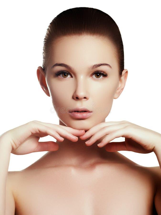 Menina bonita com conceito bonito da composição, da juventude e dos cuidados com a pele foto de stock