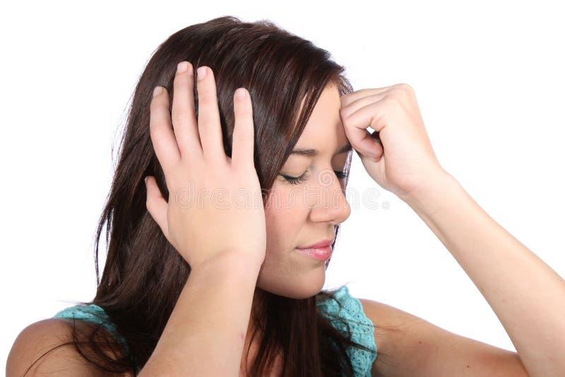Menina bonita com dor de cabeça da enxaqueca imagem de stock