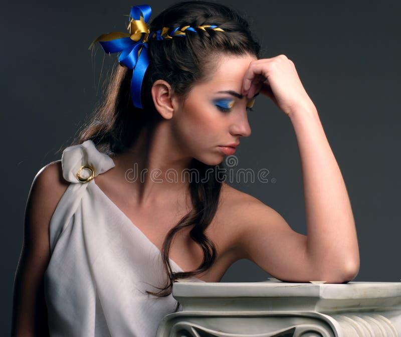 Menina bonita com flores fotografia de stock