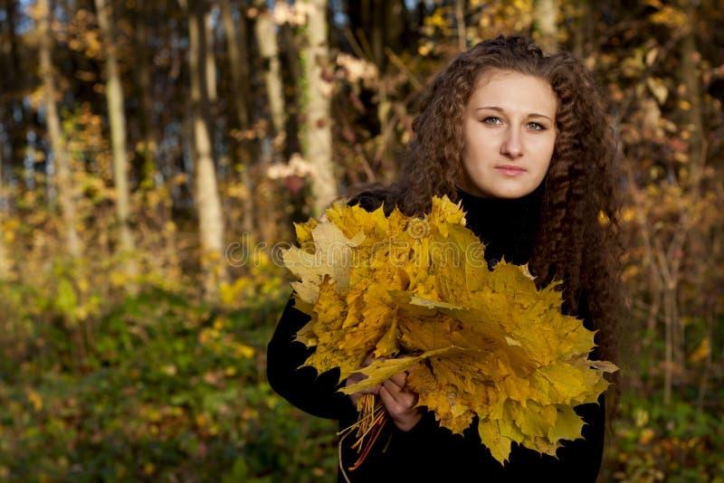 Menina bonita com folhas fotografia de stock royalty free