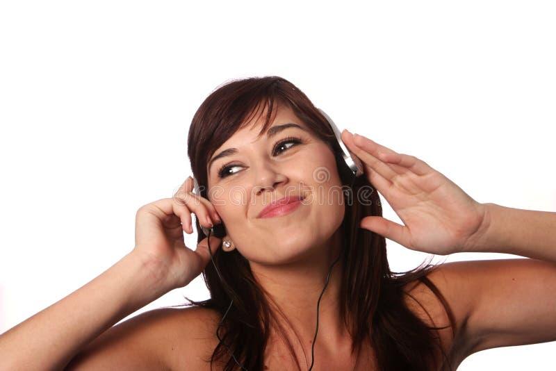 Menina bonita com fones de ouvido foto de stock