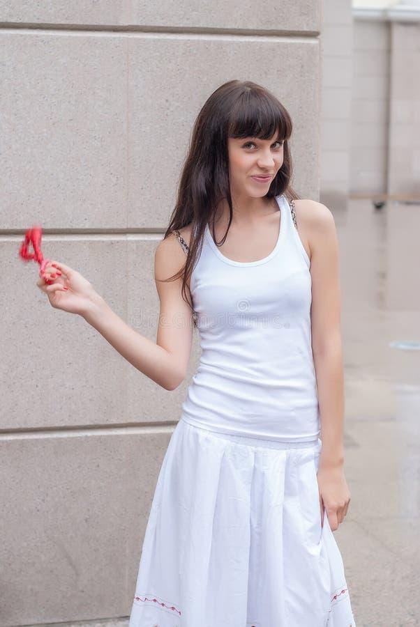 Menina bonita com grânulos vermelhos imagens de stock royalty free
