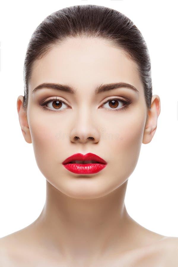 Menina bonita com os bordos vermelhos brilhantes imagens de stock royalty free