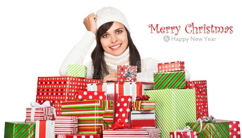 Menina bonita com presentes do Natal imagem de stock