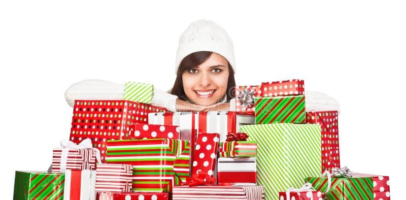 Menina bonita com presentes do Natal imagens de stock royalty free