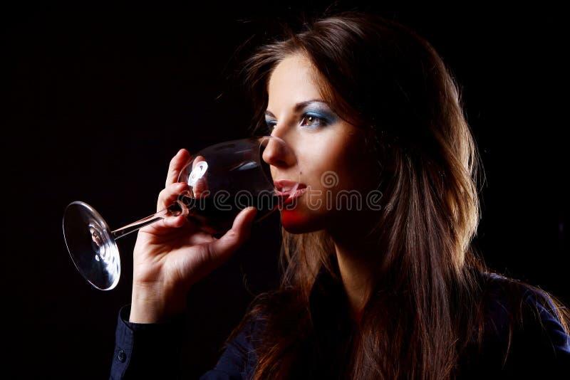 Menina bonita com vidro do vinho fotos de stock
