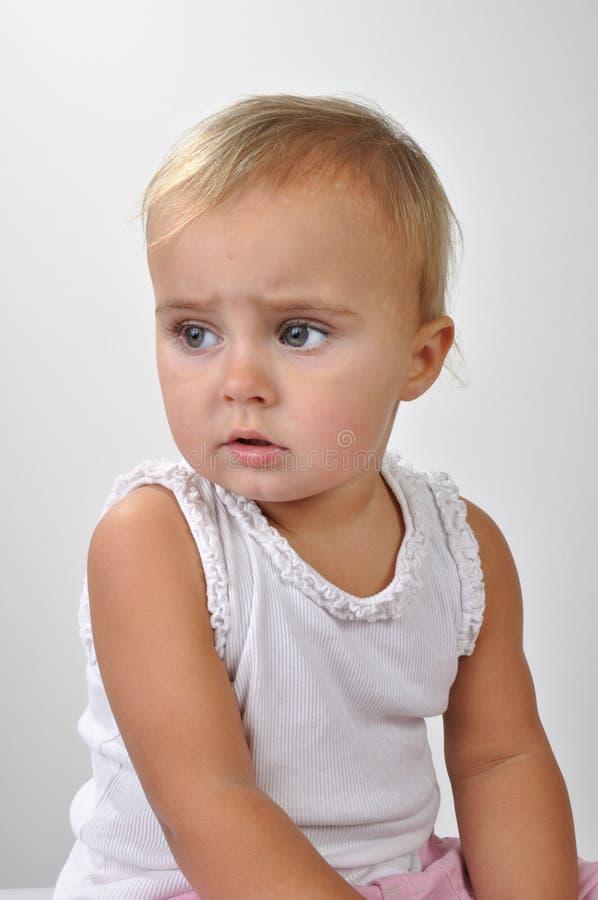 Menina bonita da criança que olha de lado foto de stock royalty free