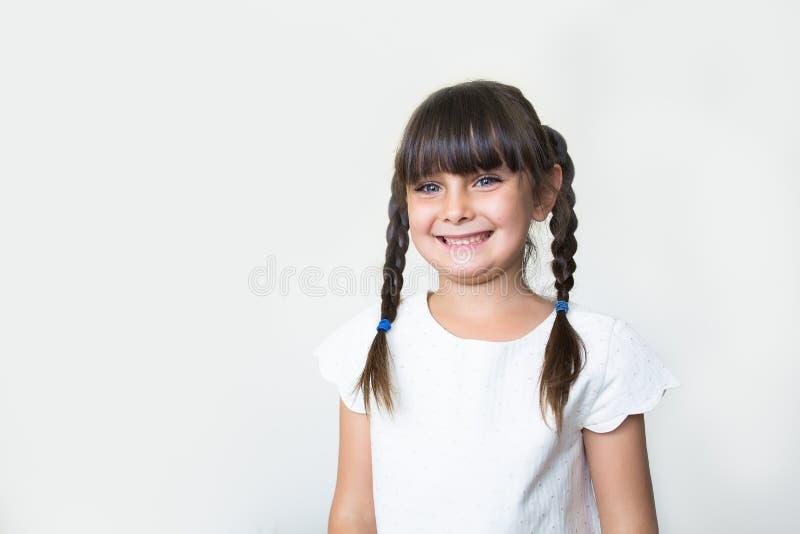 Menina bonita de sorriso imagens de stock