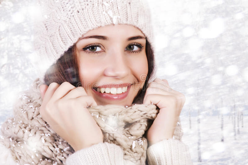 Menina bonita do inverno fotos de stock royalty free