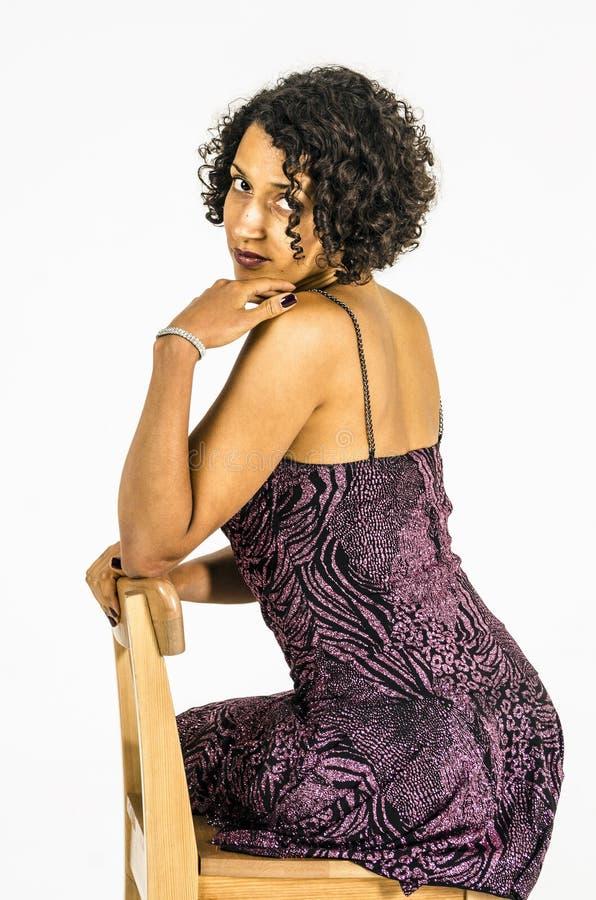 Menina bonita do mulato em um vestido brilhante imagem de stock royalty free