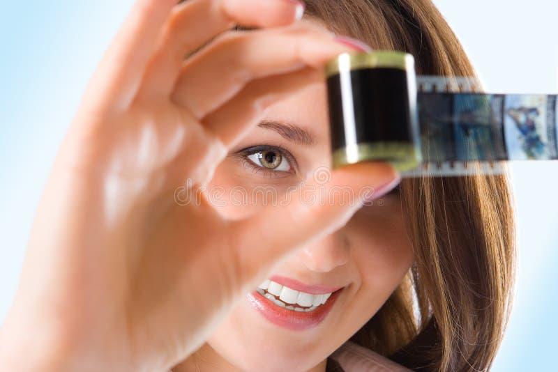 Menina bonita do retrato dos Close-ups com película da foto imagens de stock royalty free