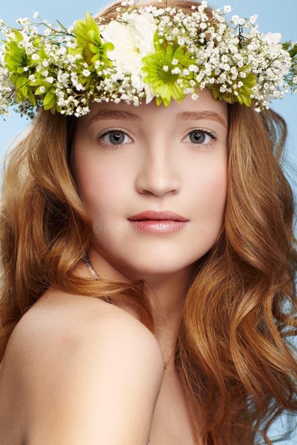 Menina bonita do ruivo fotografia de stock royalty free