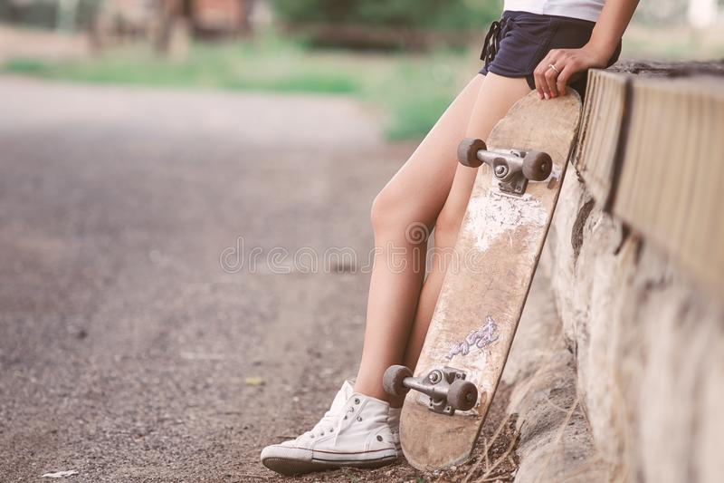 Menina bonita do skater imagem de stock royalty free