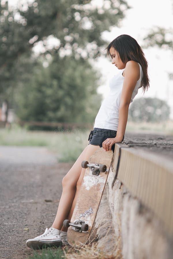Menina bonita do skater imagem de stock