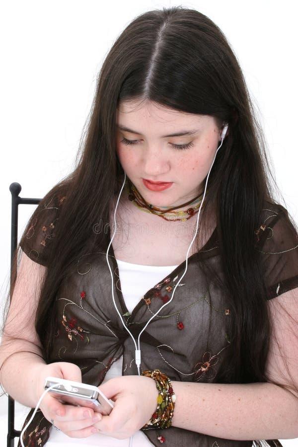 Menina bonita do Tween que escuta a música fotografia de stock