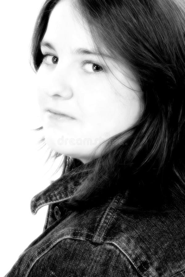 Menina bonita dos anos de idade 13 em preto e branco fotografia de stock royalty free