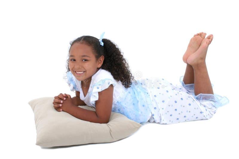 Menina bonita dos anos de idade seis nos pijamas sobre o branco fotos de stock royalty free