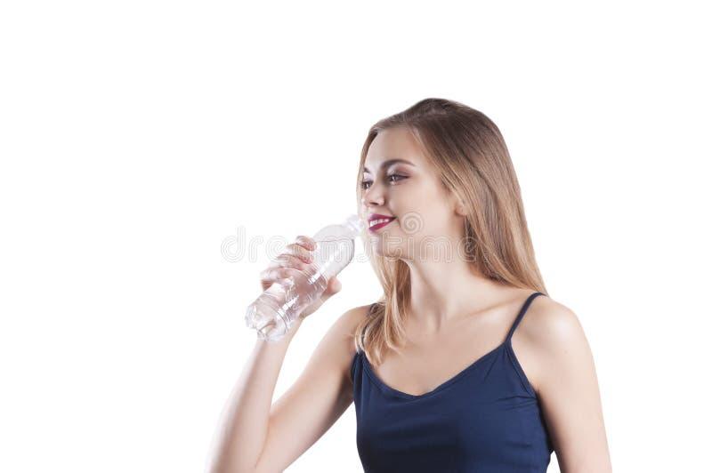 Menina bonita dos esportes, com a garrafa do retrato da água isolada fotografia de stock royalty free