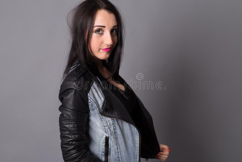 Menina bonita dos retratos no estúdio foto de stock royalty free
