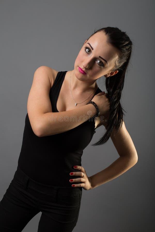 Menina bonita dos retratos no estúdio imagens de stock