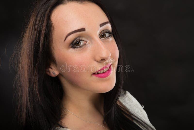 Menina bonita dos retratos no estúdio imagens de stock royalty free