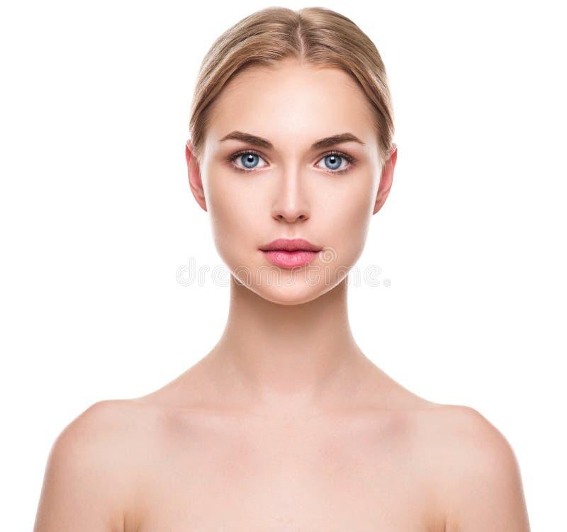 Menina bonita dos termas com pele limpa fresca perfeita imagem de stock