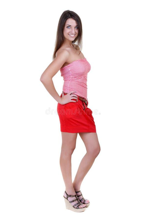 Menina bonita em uma mini saia vermelha fotografia de stock